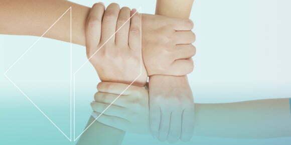 manos unidas con un fin comun